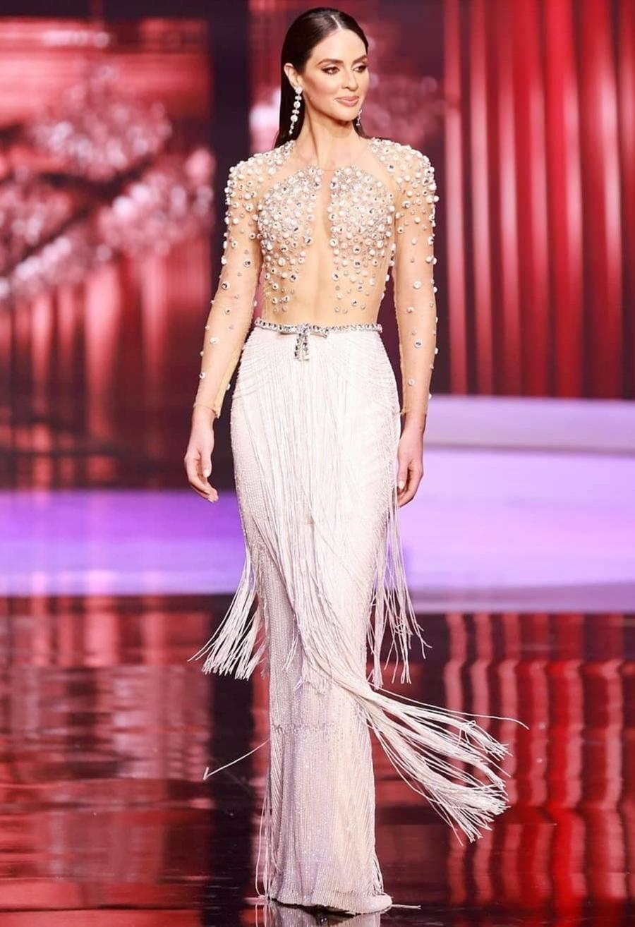 Đại diện Puerto Rico - Estefanía Soto Torres - sinh năm 1992, nằm trong nhóm thí sinh nhiều tuổi của cuộc thi Miss Universe năm nay. Các chuyên gia của Missosology khen Torres có khuôn mặt xinh đẹp và vóc dáng như tạc tượng. https://vnexpress.net/tag/estefania-soto-torres-1419498