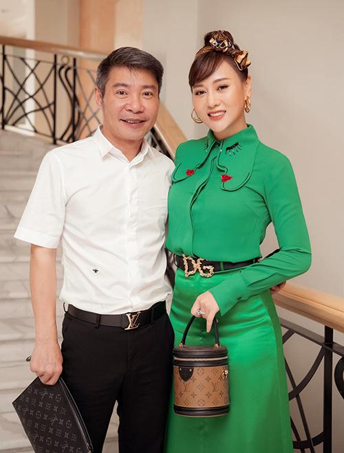 Nghệ sĩ Công Lý và Phương Oanh ở buổi họp báo ra mắt phim Hương vị tình thân hồi tháng 3. Ảnh: Facebook Đỗ Phương Oanh.
