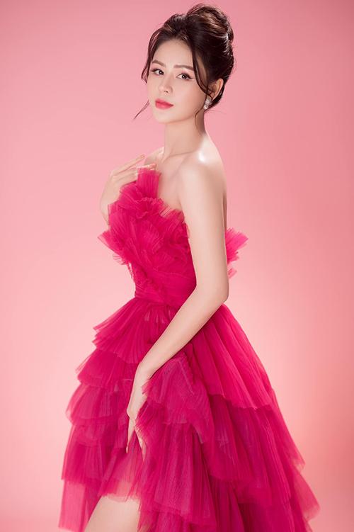 Lương Thu Trang sinh năm 1990, từng đóng phim Những cô gái trong thành phố, Mùa xuân ở lại, Những nhân viên gương mẫu. Cô hiện công tác ở Nhà hát Tuổi trẻ. Ảnh: Minh Trí.