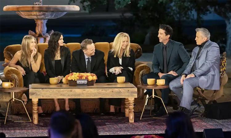 Dàn diễn viên chính Friends gồm Jennifer Aniston, Courteney Cox, Matthew Perry, Lisa Kudrow, David Schwimmer và Matt LeBlanc (thứ tự trừ trái qua). Ảnh: AP.