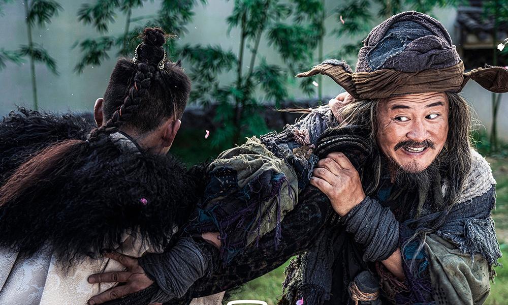 Tạo hình Hồng Thất Công của Nhạc Đông Phong. Anh 44 tuổi, biết võ công, thạo bắn cung, cưỡi ngựa.