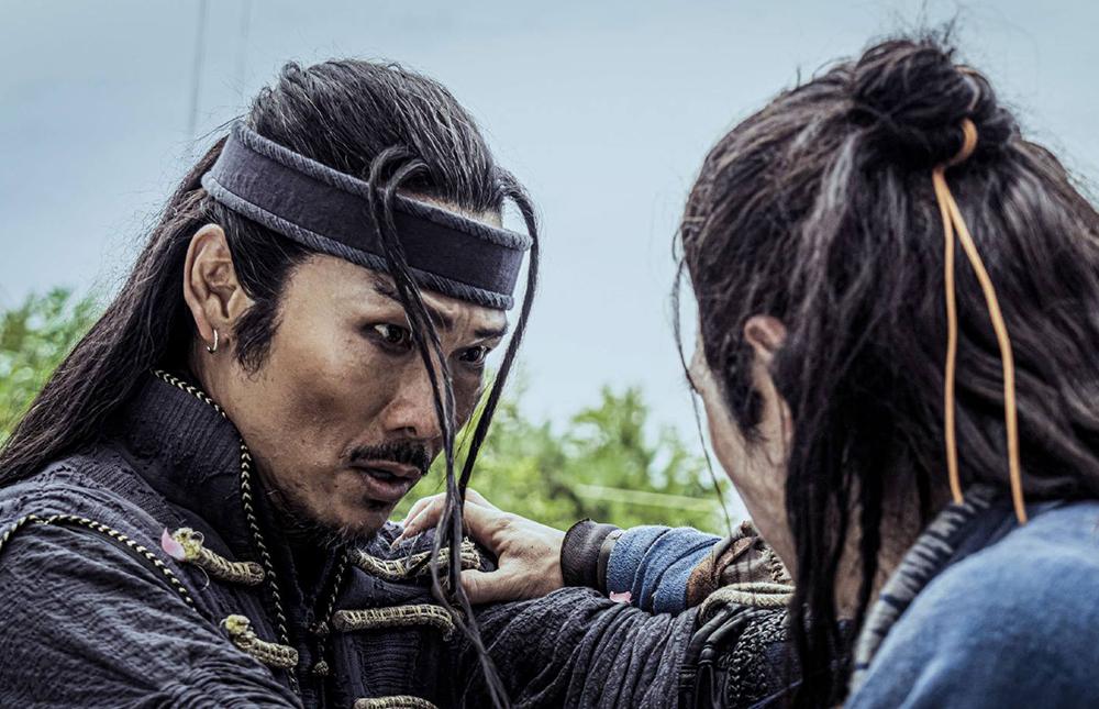Trên Douban, một số khán giả cho biết liên tưởng phim Cướp biển vùng Caribbean khi xem tạo hình của Đỗ Đức Vỹ