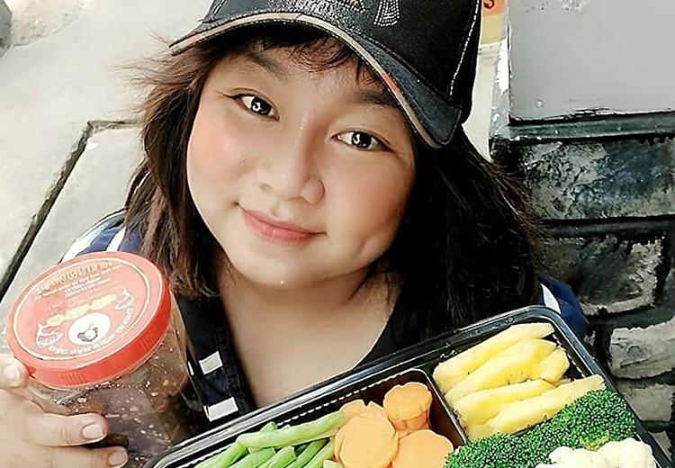 Diễn viêm Kim Đào nấu đồ ăn bán online kiếm sống sau khi sân khấu đóng cửa, game show hủy quay.