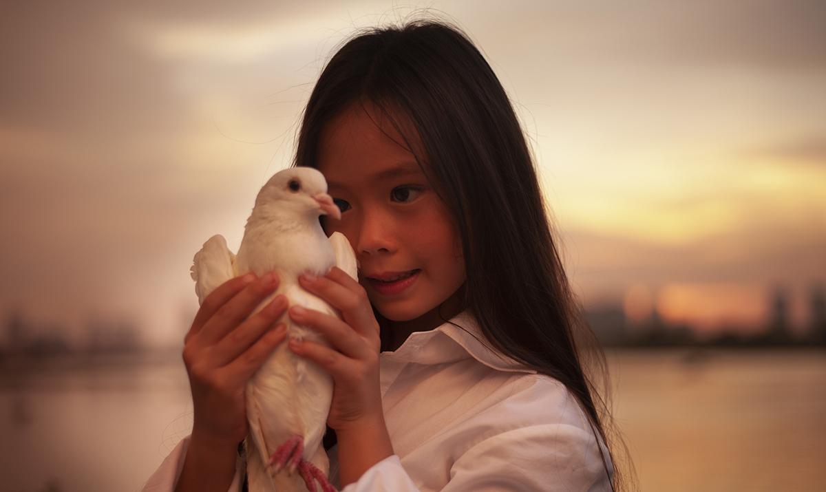 Con gái Đoan Trang hát Cho con
