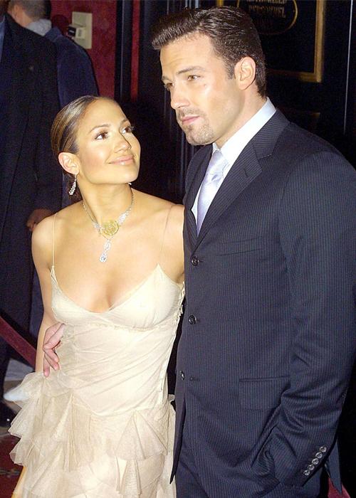 Ben Affleck và Jennifer Lopez thời mới hẹn hò đầu thập niên 2000. Ảnh: People.