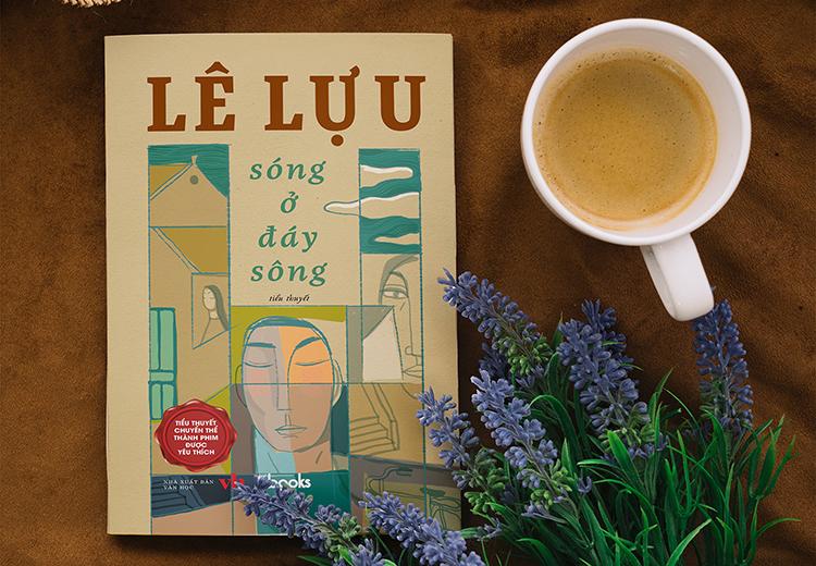 Bìa tiểu thuyết Sóng ở đáy sông do NXB Văn học in.