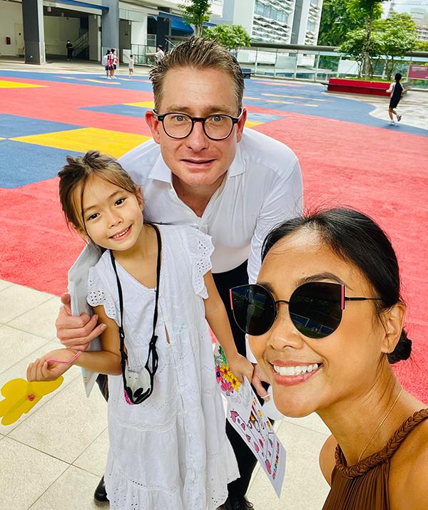 Đoan Trang: 'Chồng biết ơn vì tôi chịu sang Singapore định cư'