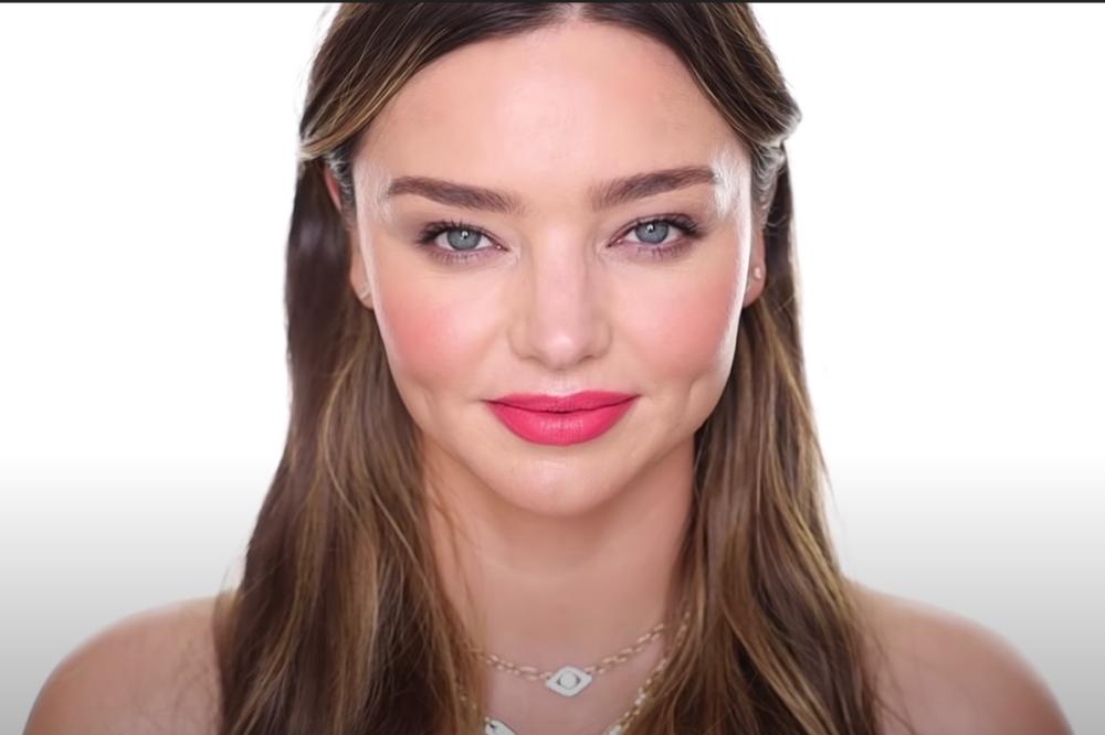 Người đẹp được khán giả khen xinh đẹp, tự nhiên trong phần bình luận dưới kênh của chuyên gia trang điểm.