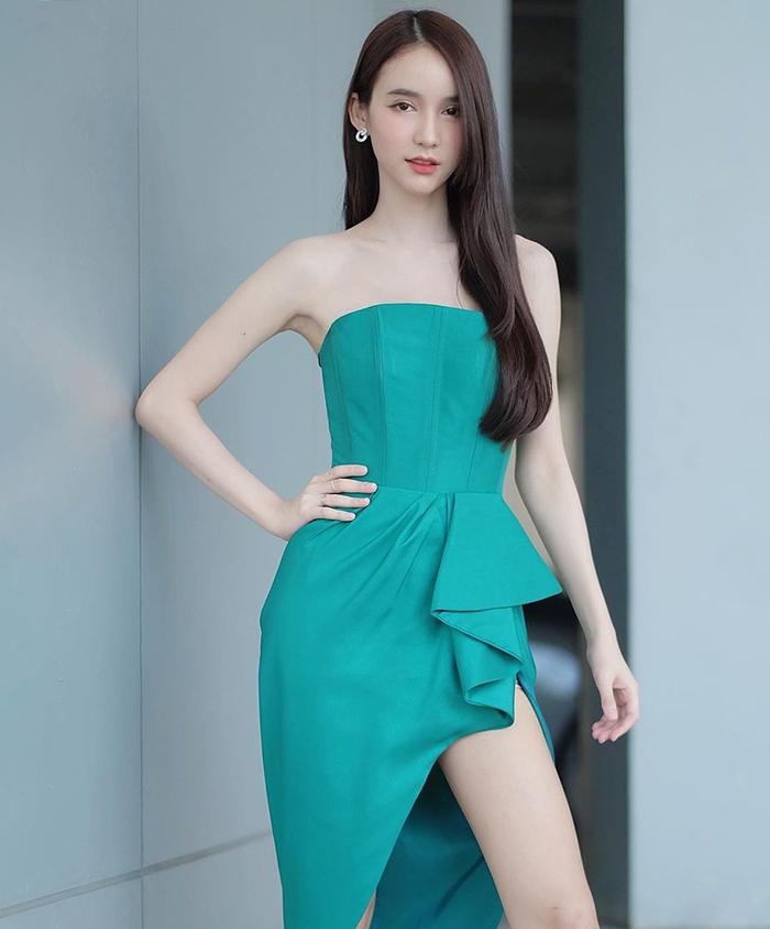 Hoa hậu chụp ảnh quảng cáo cho một thương hiệu thời trang hồi tháng 5. Ảnh: Bchurunway.