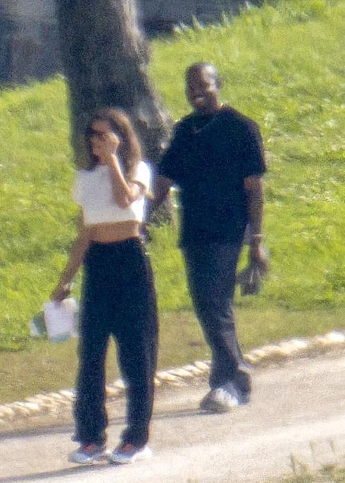 Kanye West đi chơi cùng Irina Shayk tại Paris (Pháp) nhân sinh nhật lần 44 của nam ca sĩ. Ảnh: Backgrid.