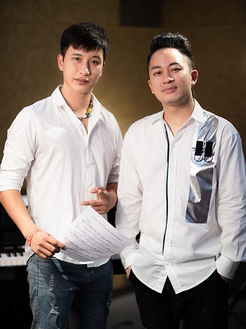 Nhạc sĩ Phạm Tuân Việt (trái) và ca sĩ Tùng Dương. Ảnh: Nhân vật cung cấp.