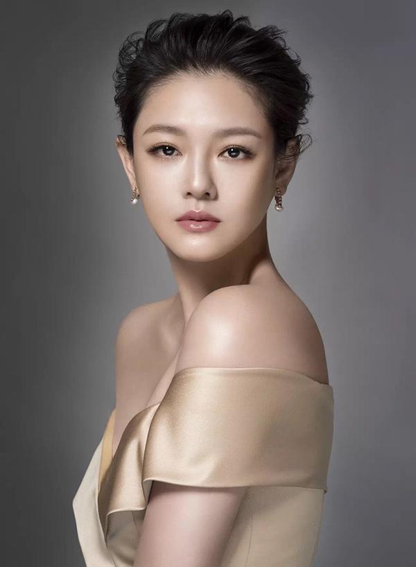 Trên Appledaily, Từ Hy Viên cho biết ăn chay để giảm cân, hạn chế tinh bột. Cô thuê huấn luyện viên tới nhà để tập yoga. Ảnh: Sundaymore.