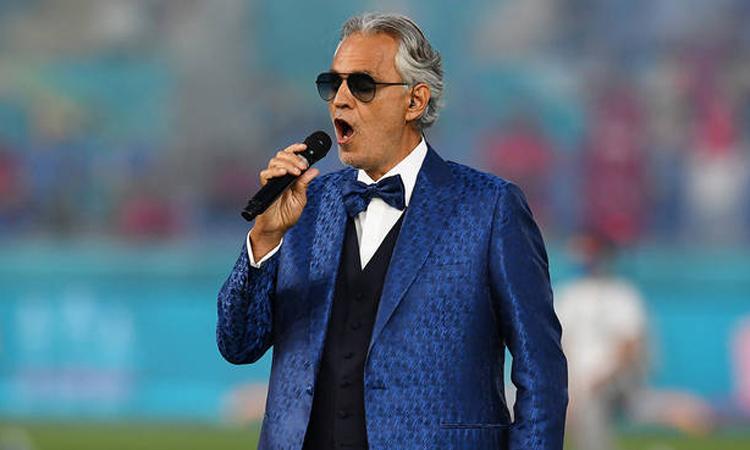 Andrea Bocelli hát trong lễ mở màn Euro 2020. Ảnh: AFP.