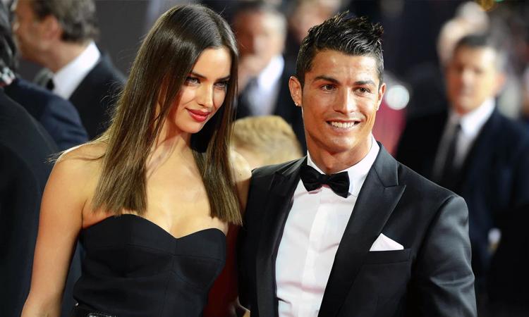 Shayk quen Cristiano Ronaldo trong một lần cùng đóng quảng cáo cho thương hiệu thời trang Armani năm 2009. Lúc đó, siêu mẫu Nga bắt đầu thành công trong sự nghiệp sau khi lên ảnh bìa tạp chí áo tắm Sports Illustrated Swimsuit Issue. Hai người trở thành cặp tình nhân được nhiều fan bóng đá yêu thích, thường xuyên xuất hiện tại những sự kiện thể thao và thời trang lớn. Đầu năm 2015, họ bất ngờ thống báo chia tay. Một số nguồn tin cho rằng Shayk không hòa thuận với gia đình cầu thủ. Tuy nhiên, cô phủ nhận và không tiết lộ lý do tan rã.