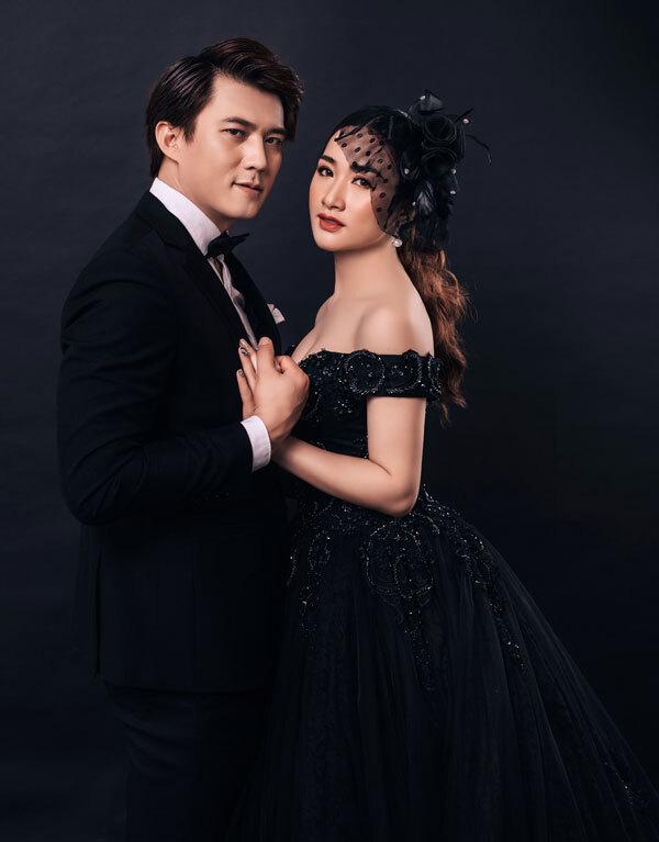 Hà Việt Dũng kết hôn với Hà Thị Nhung cuối năm 2018. Cô sinh năm 1993, là người dân tộc Thái, kinh doanh homestay ở Hoà Bình.