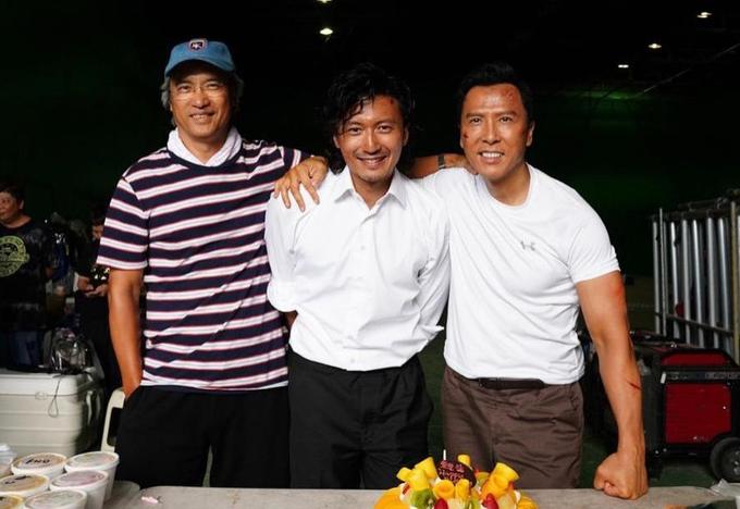 Từ trái sang: Đạo diễn Trần Mộc Thắng, Tạ Đình Phong và Chân Tử Đan trên trường quay Nộ hỏa. Ảnh: Emperor Entertainment.