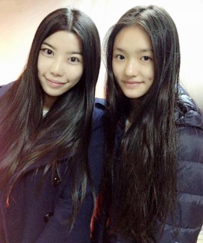 Hạo Hạo (trái) và diễn viên Lâm Doãn khi đóng Mỹ nhân ngư năm 2015. Ảnh: Sina.