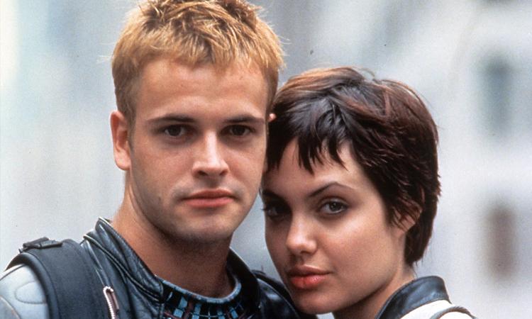 Angelina Jolie và Jonny Lee Miller (trái) kết hôn giữa thập niên 1990. Ảnh: Pagesix.