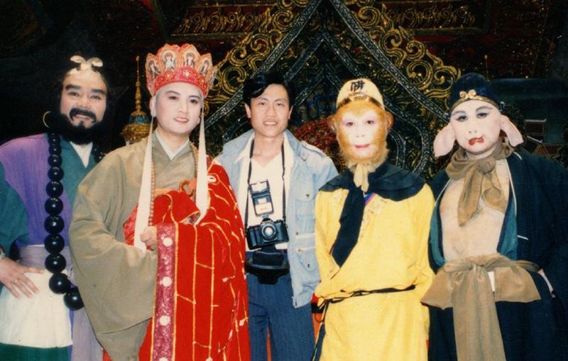 Trợ lý quay phim Đường Kế Toàn (giữa) và các diễn viên đóng thầy trò Đường Tăng. Ảnh: Sina.