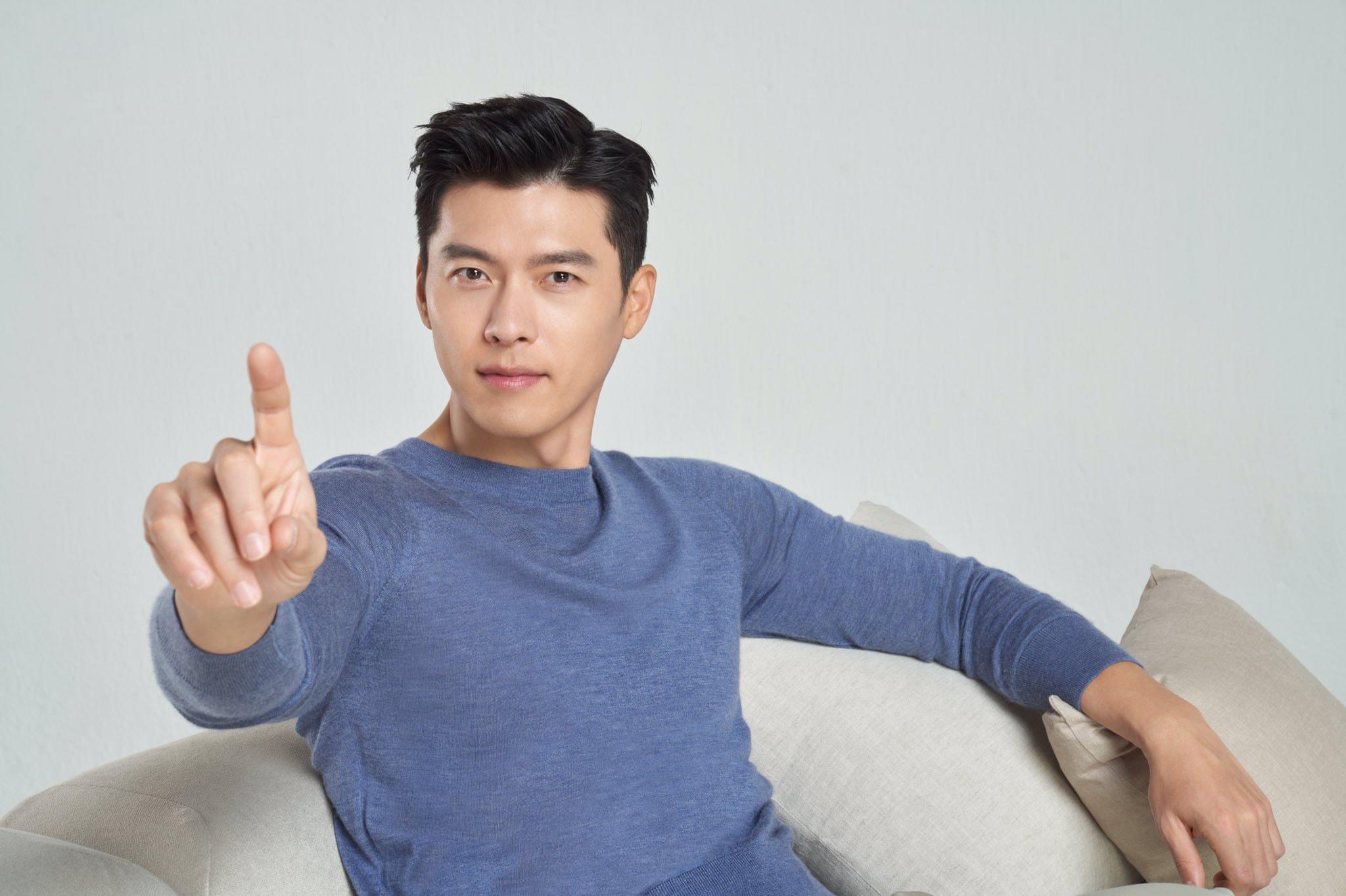 18 năm gia nhập làng giải trí, Hyun Bin chưa từng giảm sức hút. Anh thuộc top tài tử nhận cát-xê cao nhất xứ Hàn. Với mỗi tập phim truyền hình, anh nhận thù lao hơn 100 triệu won. Hiện anh hợp tác với các thương hiệu lớn trong lĩnh vực thể thao, thời trang, đồ uống, mỹ phẩm, gia dụng, điện tử... Anh cũng là sao Hàn đầu tiên làm đại sứ thương hiệu toàn cầu của hãng đồng hồ Omega.