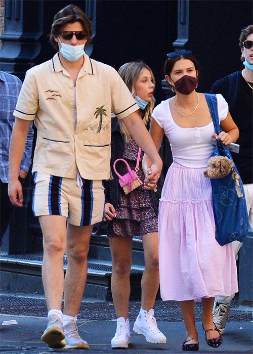 Jake Bonjovi (trái) và Millie Bobby Brown đi chơi tại New York. Ảnh: The Image Direct.