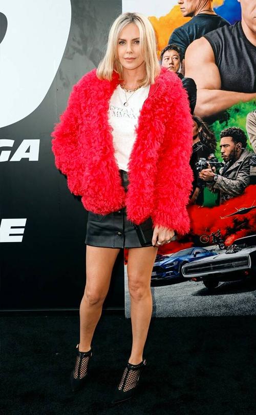 Minh tinh Charlize Theron đóng phản diện Cipher trong phim. Cô hỗ trợ Jacob (John Cena đóng) đối đầu với đội của Don.