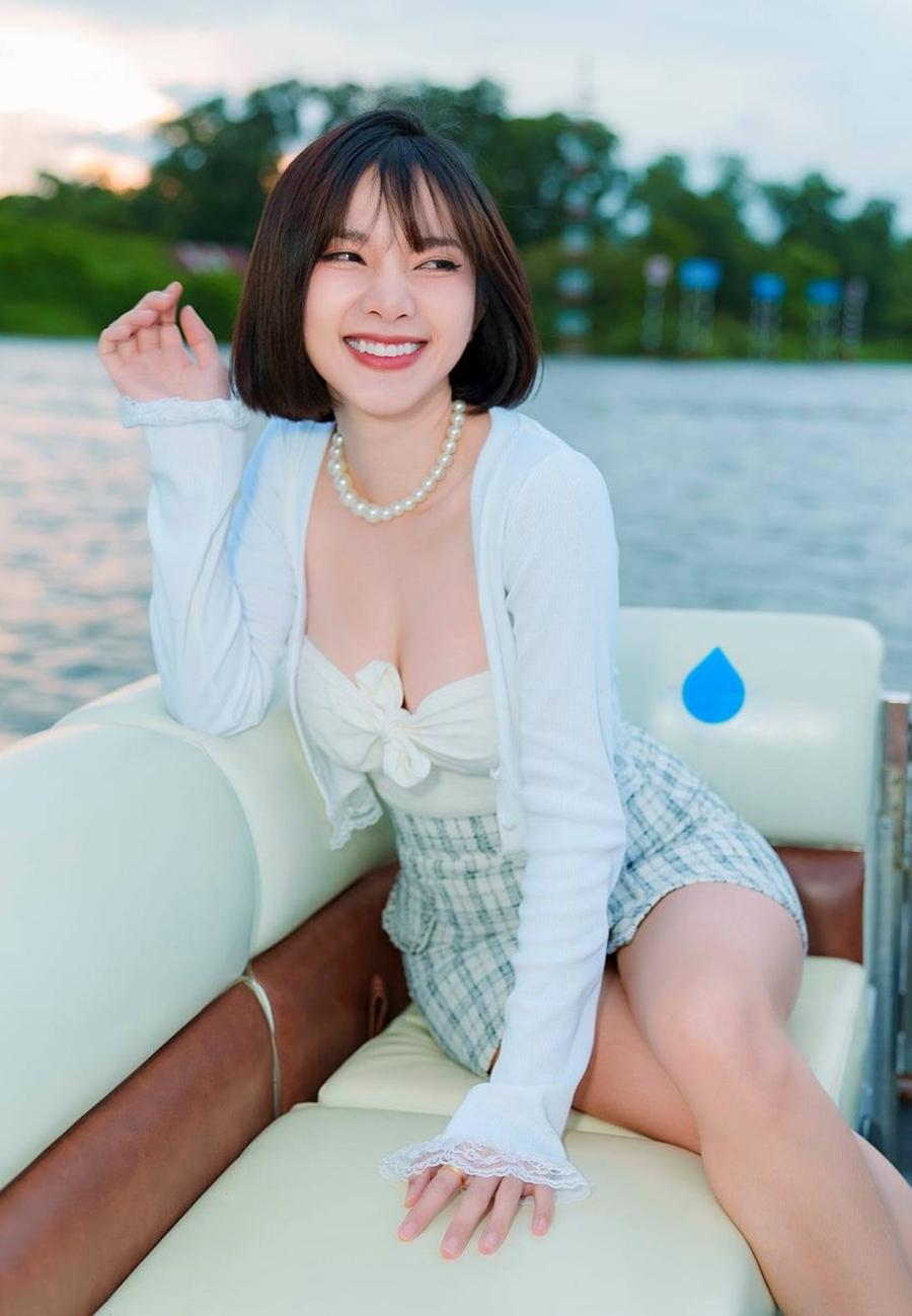 Phong cách sexy của nữ chính MV mới của Đan Trường - 2