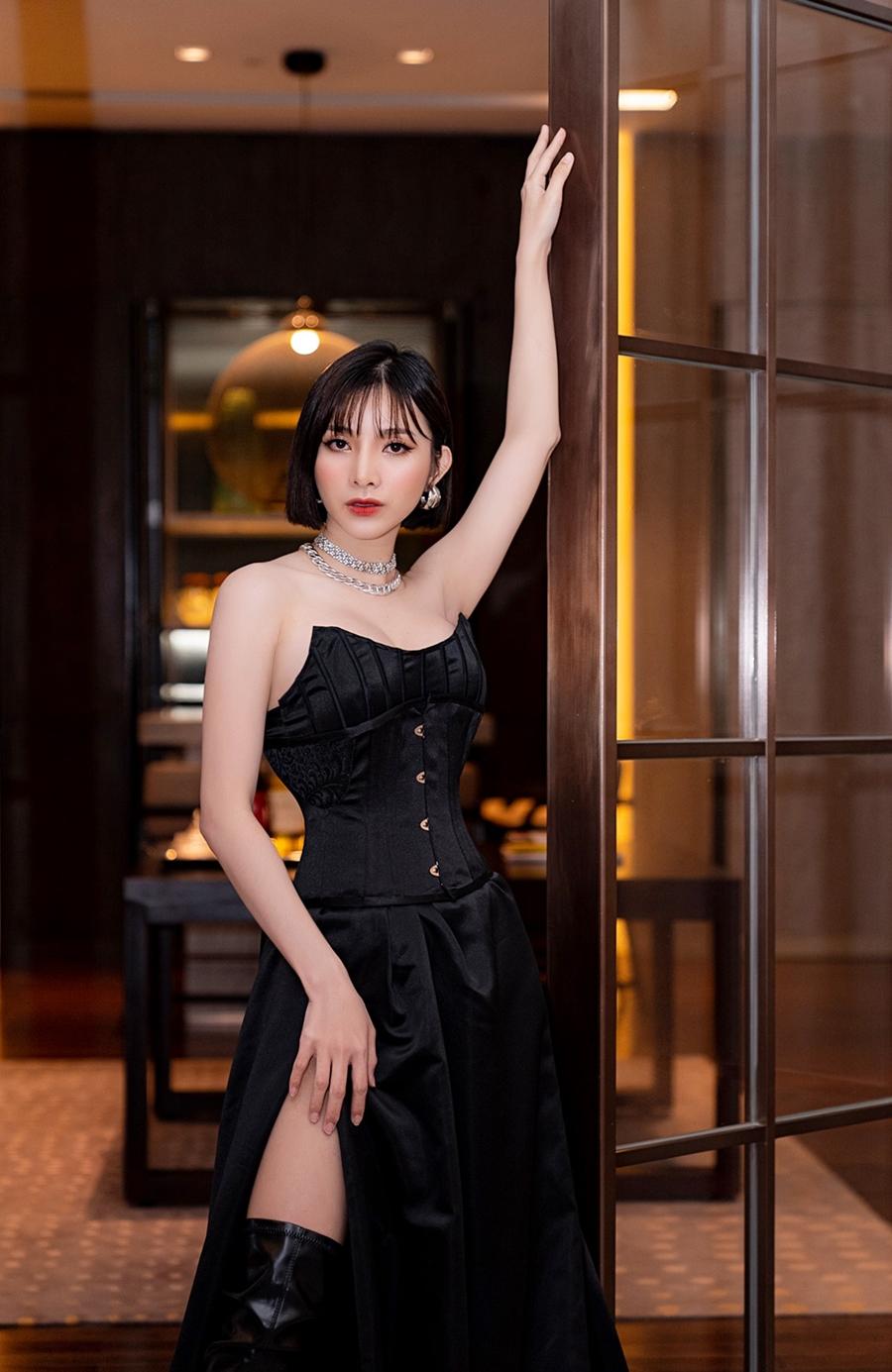 Phong cách sexy của nữ chính MV mới của Đan Trường - 5