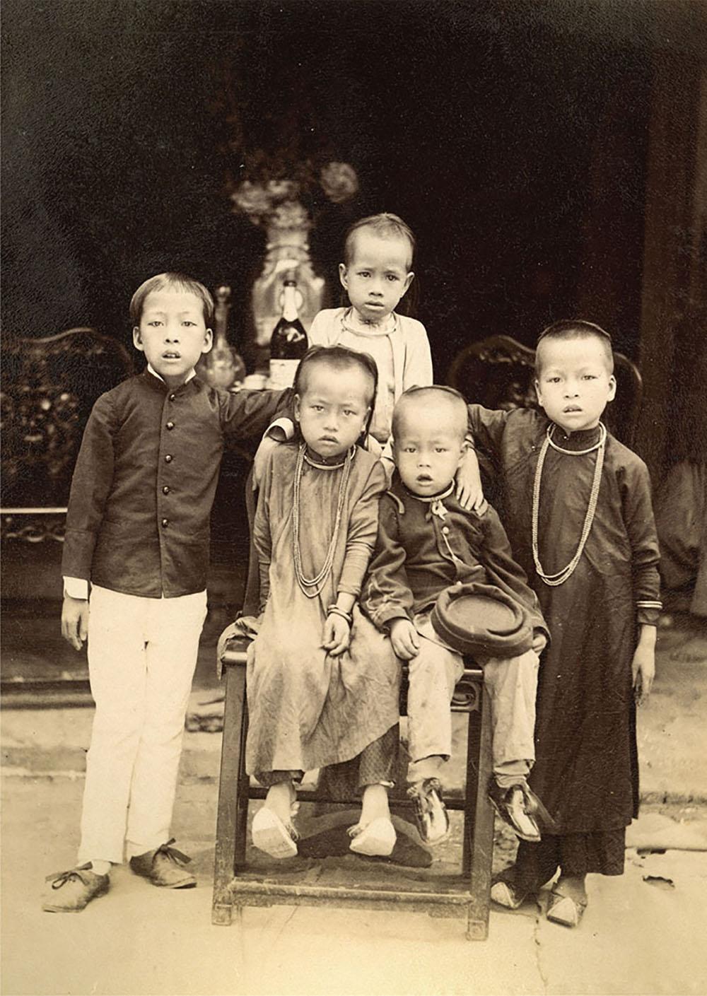 Trẻ em Việt Nam thập niên cuối thế kỷ 19 qua ống kính của Aurélien Pestel.