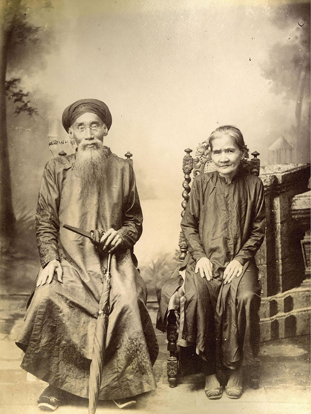 Cặp vợ chồng già được nhiếp ảnh gia Aurélien Pestel chụp vào khoảng năm 1890.