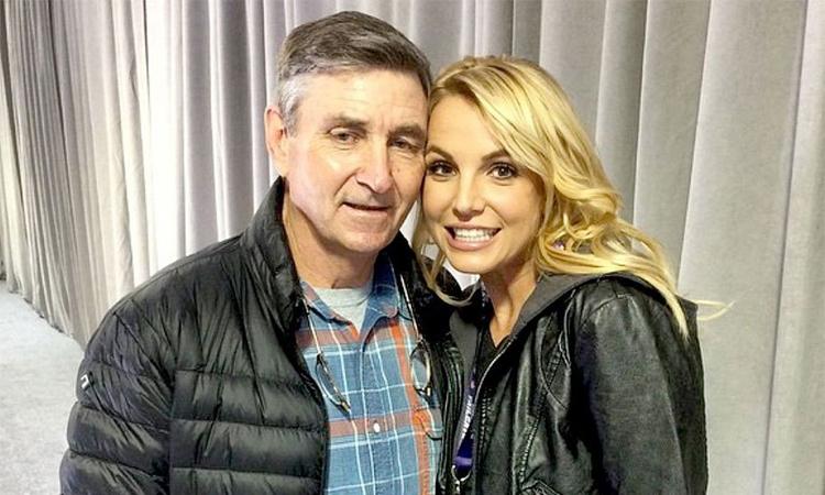 Ông Jamie Spears (trái) giữ quyền giám hộ con gái Britney Spears từ năm 2018 đến nay. Ảnh: Britney Spears Instagram.