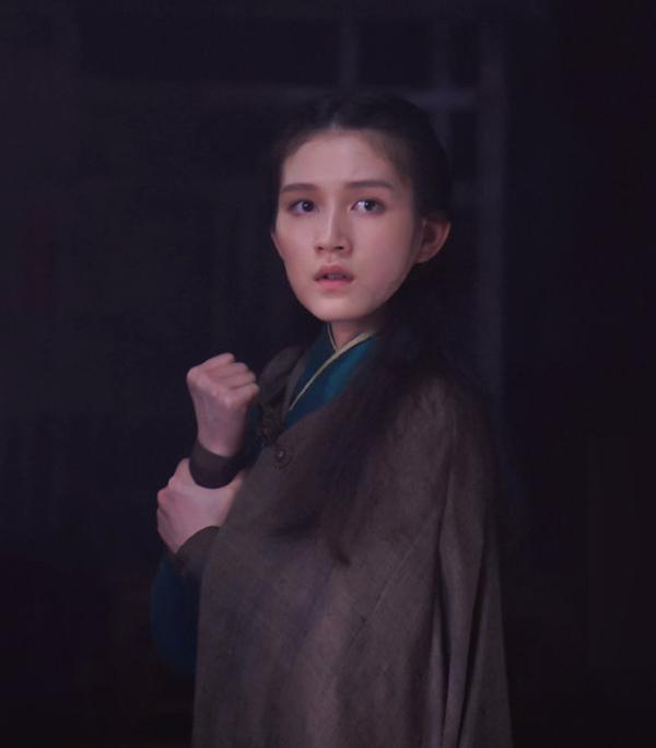 Tác phẩm xoay quanh cuộc đời của Mai Siêu Phong, từ khi làm ăn mày tới lúc được Hoàng Dược Sư (Nghiêm Ngật Khoan đóng) nhận làm đồ đệ, nảy sinh tình cảm với sư phụ.
