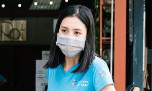 Hoa hậu Tiểu Vy nấu cơm miễn phí cho người nghèo