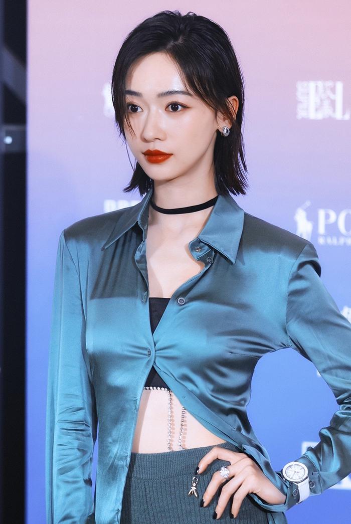 Ngô Cẩn Ngôn, diễn viên Diên Hy công lược, chọn thiết kế của Patrizia Pepe.