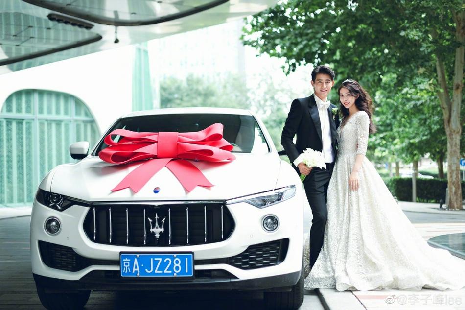 Sau lễ rước dâu, vợ chồng sẽ tổ chức tiệc cưới tại khách sạn.