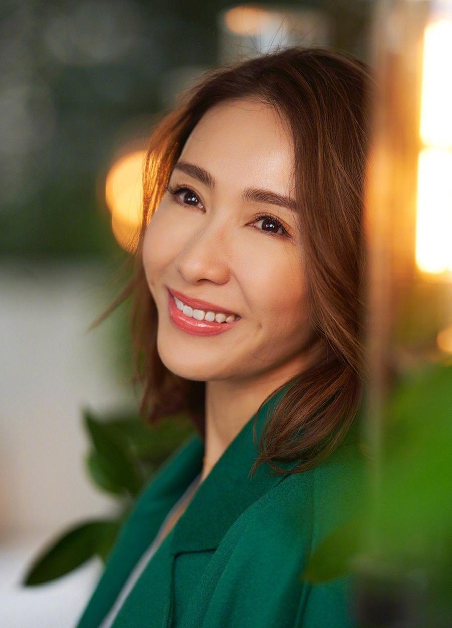 Nhan sắc Lê Tư tuổi 50. Ảnh: Weibo/Lizi.