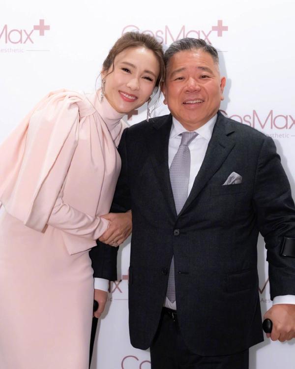 Vợ chồng Lê Tư. Ảnh: Weibo/Lizi.