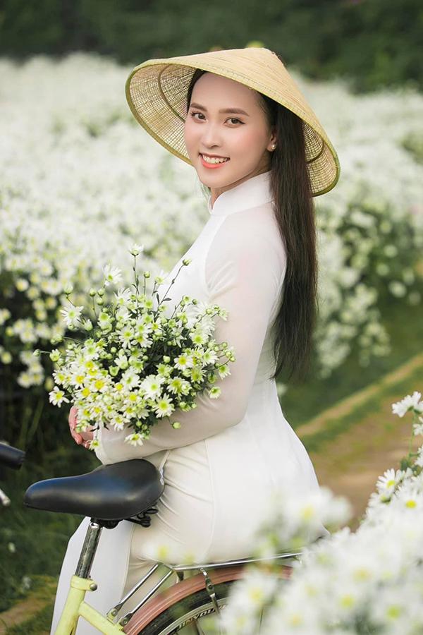 Ngô Thị Diệu Ngân, sinh năm 2000, quê Nghệ An, cũng là thí sinh giàu kinh nghiệm chinh chiến. Cô từng hai lần tham gia Hoa hậu Việt Nam 2018 và 2020 nhưng không tiến sâu. Cô cao 1,67 m, số đo ba vòng 78-59-88, gây ấn tượng với nét đẹp Á Đông.