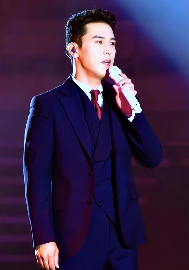 Ca sĩ Jang Min Ho ngừng toàn bộ lịch trình công việc để cách ly và chữa trị. Ảnh: New Era Project.