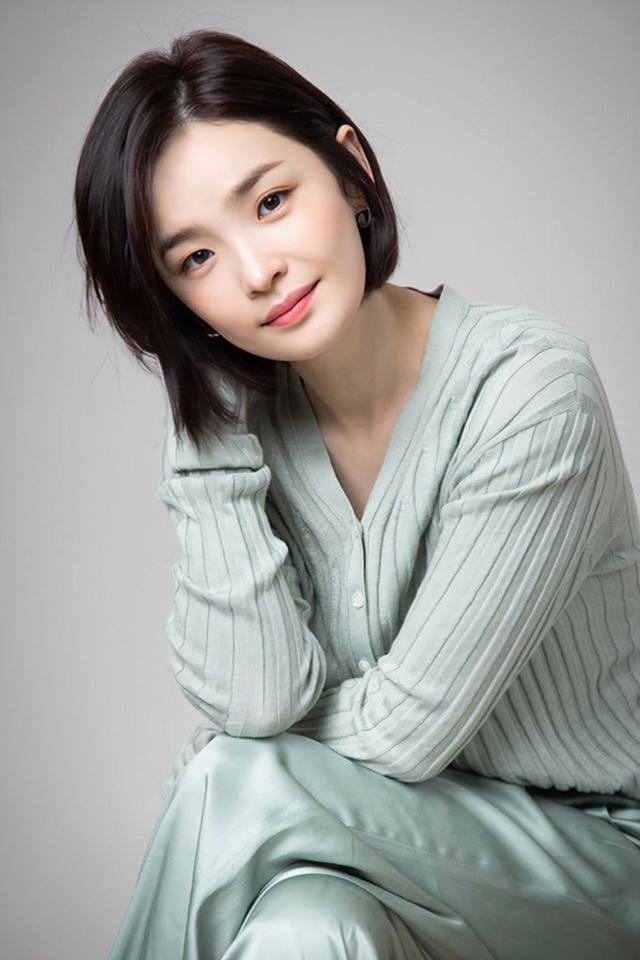 Jeon Mi Do sinh năm 1982, tốt nghiệp khoa Nghệ thuật biểu diễn của Đại học Myongji và trở thành một trong những diễn viên nhạc kịch hàng đầu xứ Hàn. Ảnh: Naver.