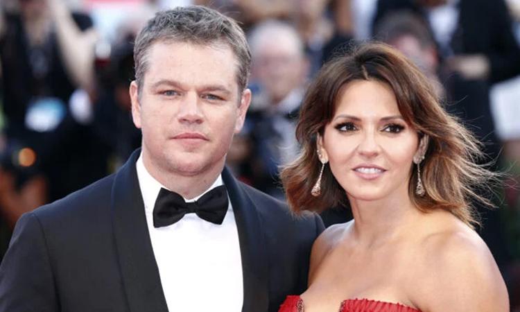 Matt Damon và vợ Luciana Barroso tại LHP Venice năm 2017. Ảnh: AFP.