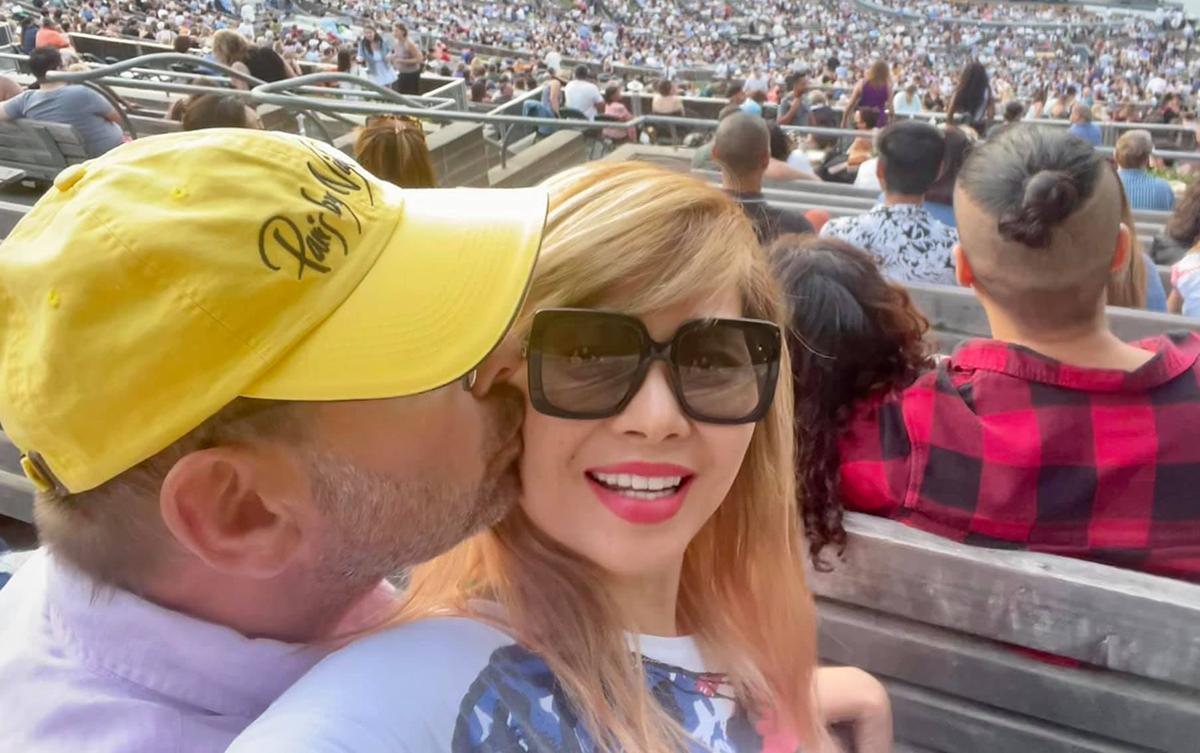 Ca sĩ Ngọc Anh 3A và chồng cùng đi xem show của Christina Aguilera tại Los Angeles, California (Mỹ) vào đầu tháng 7. Ảnh: Facebook Ngoc Anh.