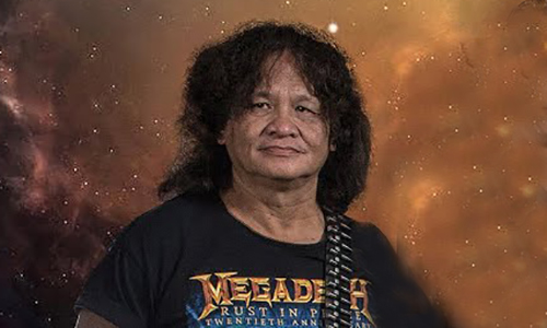 Rocker Trung Thành Sago gắn với cây guitar điện. Ảnh: SagoMetal.
