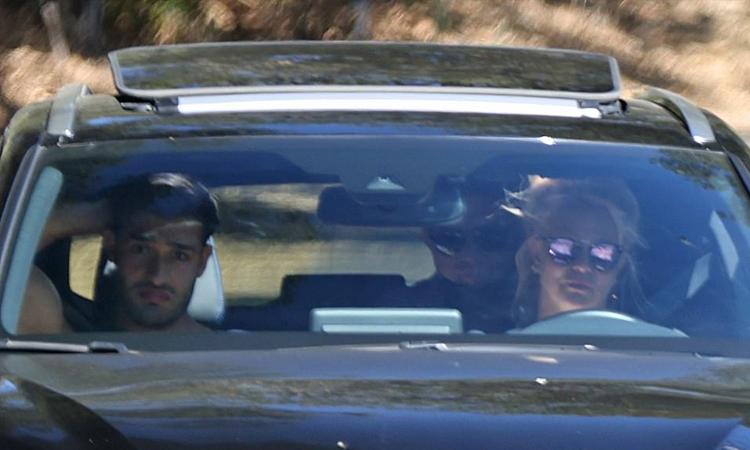 Britney Spears hạnh phúc vì được lái xe