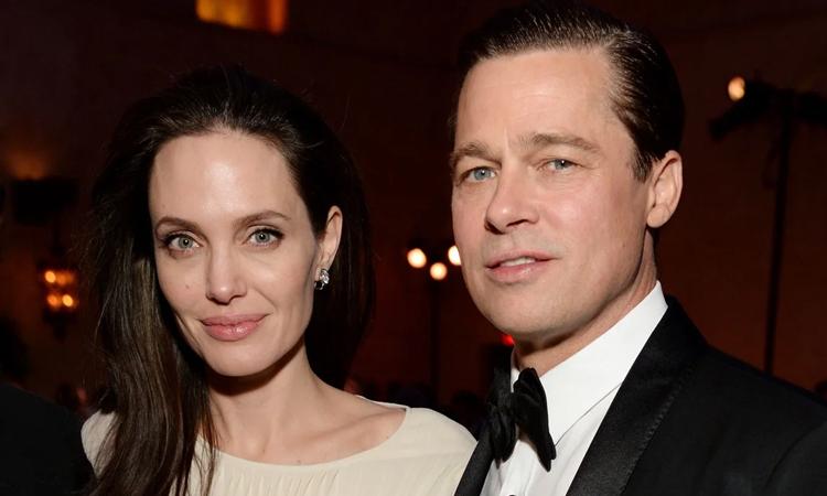 Angelina Jolie (trái) và Brad Pitt thời còn bên nhau. Ảnh: ET.