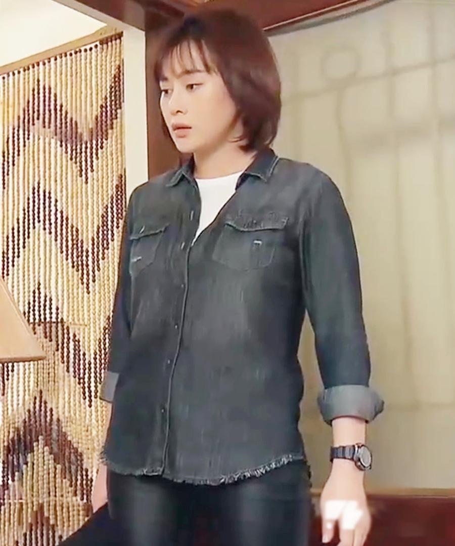 Để phù hợp với trang phục, tạo hình nhân vật, Phương Oanh phải cắt tóc ngắn, tăng 6 kg. Diễn viên cho biết trong nhiều khuôn hình cằm cô có ngấn, thân hình mập mạp. Trên phim trường, bạn diễn Mạnh Trường thường trêu cô là khúc giò.