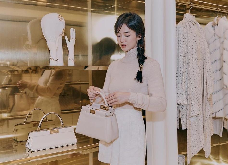 Song Hye Kyo lăng xê mốt tóc tết lệch - VnExpress Giải trí