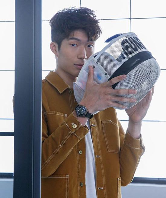 Nhờ hình tượng khỏe khoắn, lành mạnh, Trương Gia Lãng từng quảng cáo cho một số nhãn hàng dụng cụ thể thao, thời trang nam.