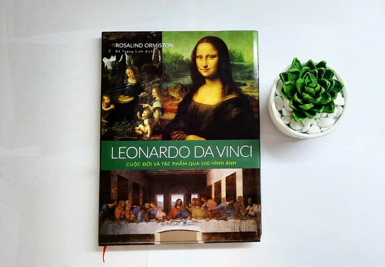 Bìa sách giới thiệu 50 hình ảnh về cuộc đời, tác phẩm Leonardo da Vinci.