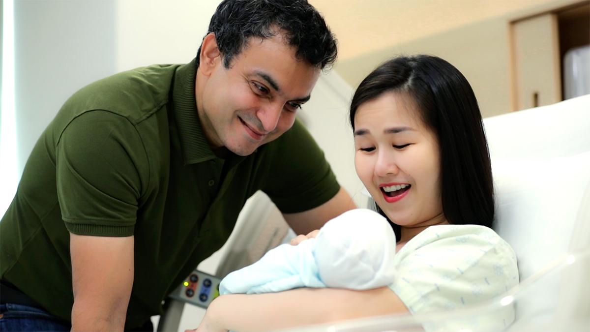 Vợ chồng Võ Hạ Trâm cùng đón con gái đầu lòng hồi giữa tháng 7. Ảnh: Nhân vật cung cấp.